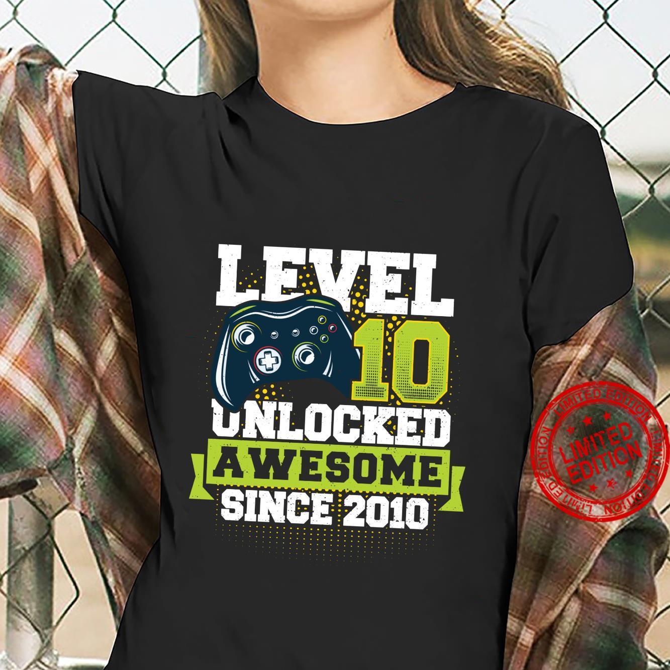 Gaming Level 10 Unlocked Awesome Since 2010 2010 Langarmshirt Shirt ladies tee
