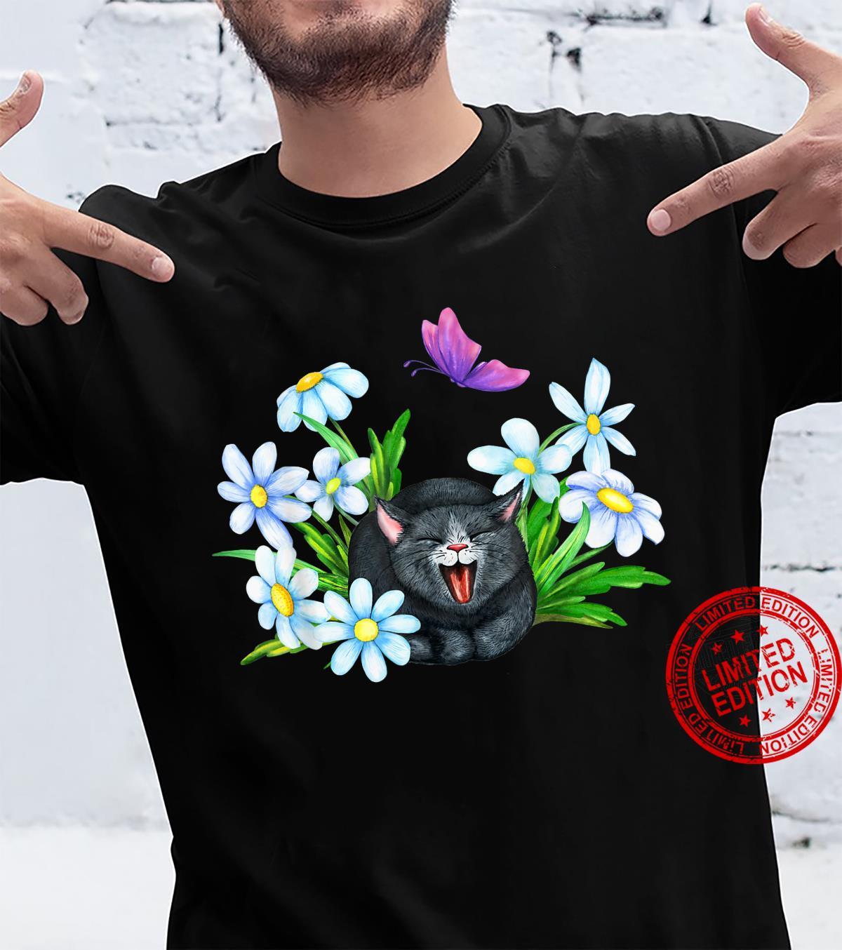 Katze mit Blumen und Schmetterling Shirt